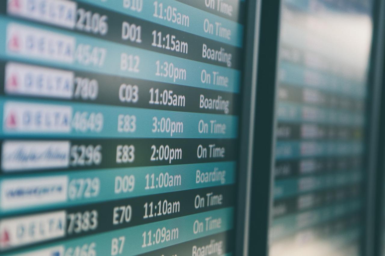 airport-690556_1280